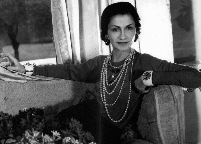 """Paradoxul lui Coco Chanel: """"Cu cât bărbatul e mai prost și mai ratat, cu atât"""""""